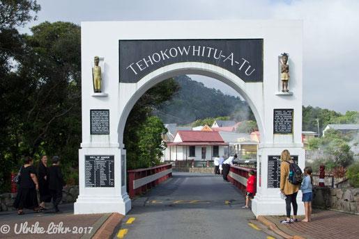 Torbogen des Gedenkens in Whakarewarewa