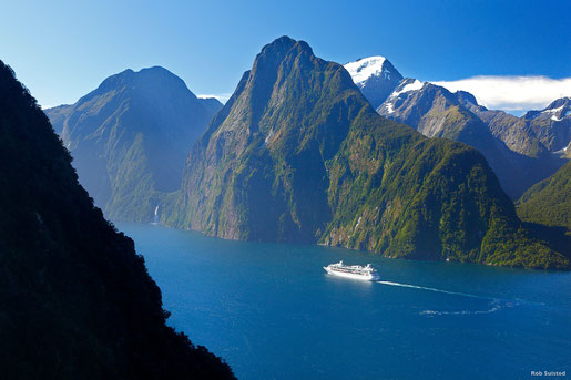 Milford Sound, Fiordland   (C)Rob Suisted  - Tourism New Zealand
