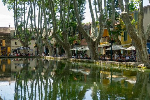 Cucuron mit dem idyllischen Place de l'Etang (C) Travellingcarola