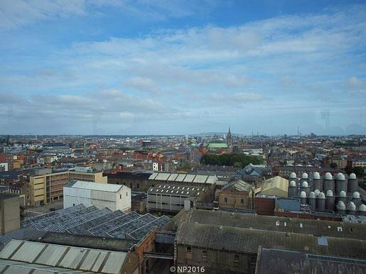 Blick auf Dublin von der Gravity Bar im Guinness Storehouse