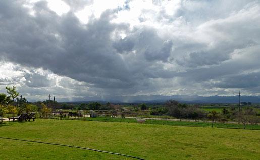 auch das ist Afrika: grün, Wolkentürme und nicht so heiß...