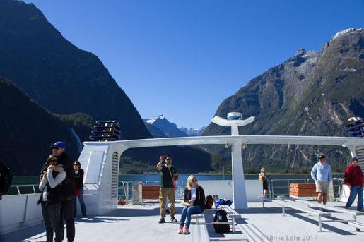 mit dem Schiff unterwegs auf dem Milford Sound