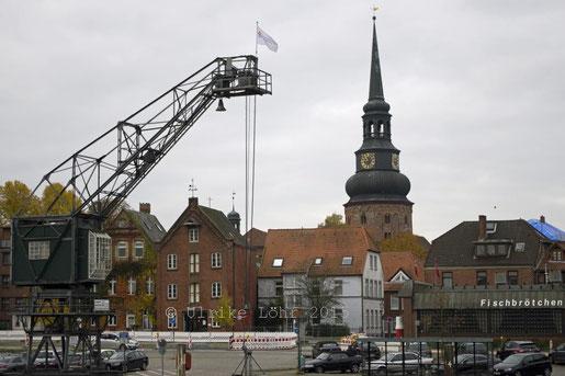 Blick vom Stadthafen auf die Altstadt von Stade