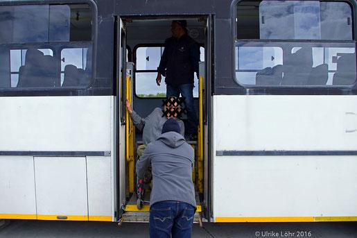 Busse haben einen Rollstuhllift auf Robben Island