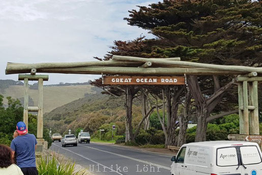 Great Ocean Road: Memorial Arch at Eastern View