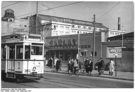 Zirkus Barlay, Berlin Friedrichstr. 1951. Foto: Illus Köhler - Bundesarchiv, Bild 183-12002-0005 / CC-BY-SA 3.0