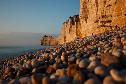Kreideklippen in der Normandie im Sonnenuntergang
