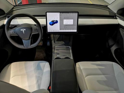 Cockpit des Tesla Model Y