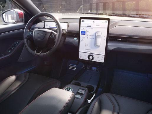 Cockpit des Ford Mustang Mach-E