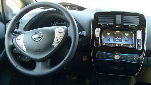 Armaturenbrett und Navi Nissan Leaf