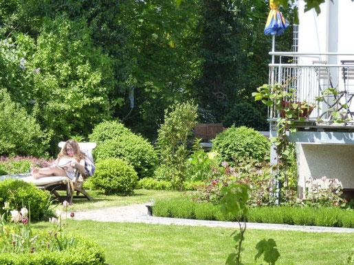 Foto: BGL. - Der Garten wird seit der Corona-Pandemie noch stärker als erweiterter Wohnraum wahrgenommen, in dem man sich sicher und im Grünen entspannen kann. Ein Garten, der auf die eigenen Wünsche angepasst ist, bietet eine hohe Lebensqualität.