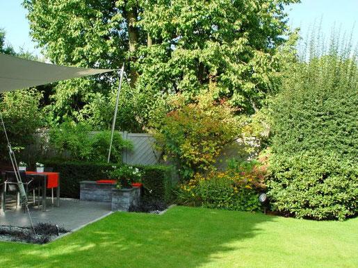 Die Terrasse, die während der Wochenenden und am Abend zum Beisammensein mit der Familie einlädt, kann sich unter der Woche auch in ein Garden Office verwandeln. Foto: BGL.
