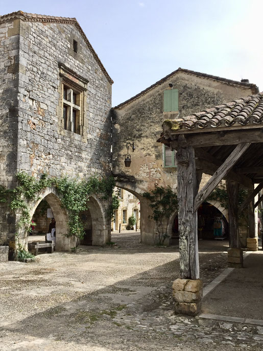 chateau terre vieille pecharmant monpazier bastide Périgord morand monteil dordogne