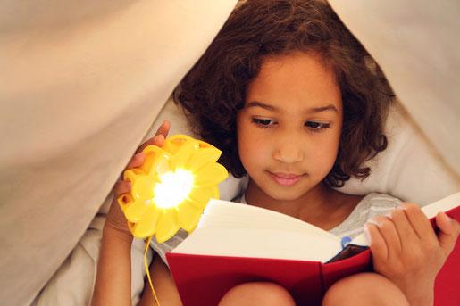 Little Sun Solarlampe - Lesen unter der Decke