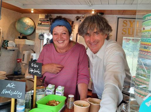 Suppenwirt Maurice und  Praktikantin Ruth