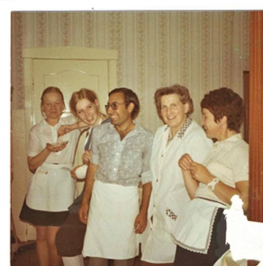 Das Arbeitsteam mit Martha Scharffenberg (zweite von rechts) bei einer kurzen Pause