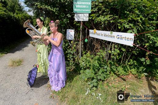 Silke Krappel und Sue Sheehan führen zum Fest . . . . | Foto: Holger Hütte
