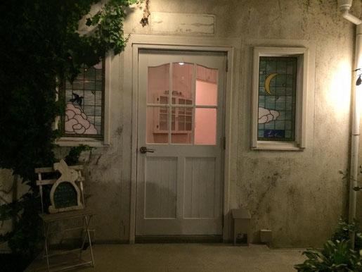 この扉をくぐる方々が、皆これからも笑顔でありますように。