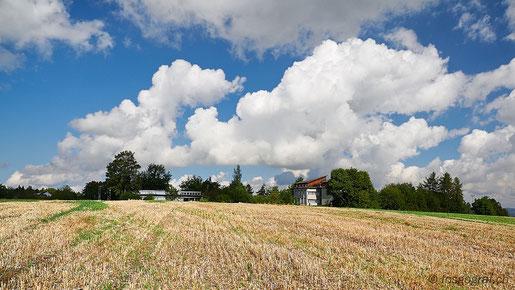 Der Polfilter verstärkt den Kontrast zwischen Himmel und Wolken