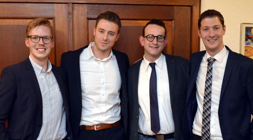 CDU-Stadtchef Jochen Emonds (r.) gratulierte OV-Vorstand Domenik von Thenen (v. l.), Hans Bruckschen und Marc Delzepich. Foto: D. Müller