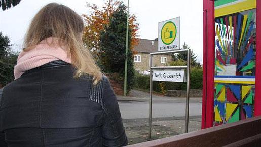 In Werth gibt es bereits eine Mitfahrerbank, auf der Menschen warten können, die eine Mitfahrgelegenheit suchen. Dort kann man verschiedene Ziele angeben. Foto: S. Essers