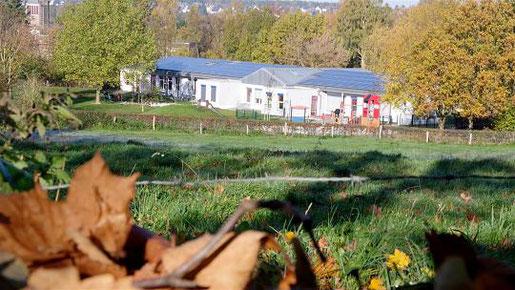 Die Kita im Rektor-Soldierer-Weg in Mausbach soll um zwei Gruppen, in denen 30 Kinder Platz haben, erweitert werden. Foto: J. Lange