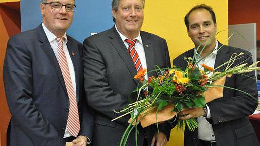 Stolbergs Bürgermeister Tim Grüttemeier und Marc Müller von der CDU Eschweiler (rechts) gratulieren Axel Wirtz zur Wahl als CDU-Kandidat für die Landtagswahl 2017. Foto: S.-L. Gombert