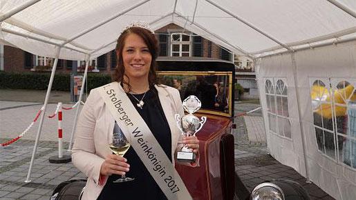 Zu einem Weinfest gehört natürlich auch eine Weinkönigin. Julia Vockenberg war das bei der Premiere. Foto: M. Polat