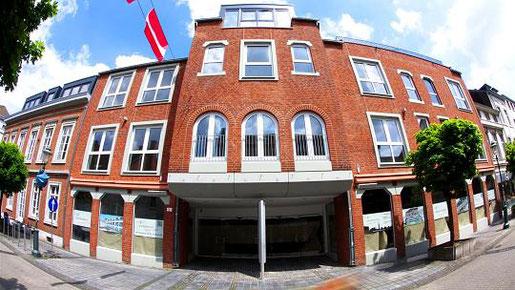 Verträge unterschrieben: Action eröffnet im Herbst eine 1000 Quadratmeter große Filiale im Rathaus-Carré am Steinweg. Foto: J. Lange