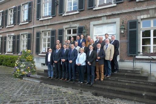 Die Ratsmitglieder der CDU Stolberg mit Bürgermeister Dr. Tim Grüttemeier, dem Technischen Beigeordneten Tobias Röhm und dem Partei- und Fraktionsvorsitzenden Jochen Emonds.