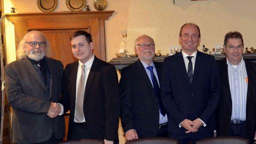 Ben Grendel (v. l.) übergibt den OV-Vorsitz an Tim Wengler, dessen Stellvertreter sind Artur Kaldenbach und Günter Blaszczyk, Geschäftsführer ist Wolfgang Schmitz. Foto: D. Müller