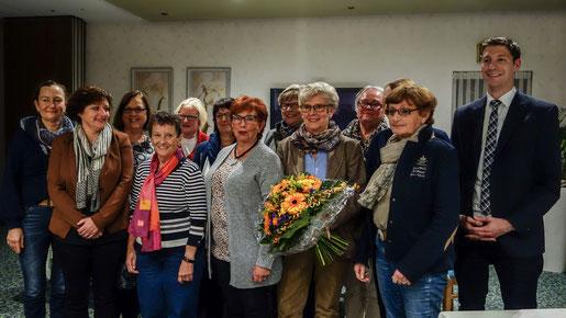 Der neue Vorstand der Frauen Union und der CDU-Parteivorsitzende Jochen Emonds