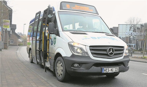 "Der Bürgerbus an der Haltestelle ""Dingden-Schule"""