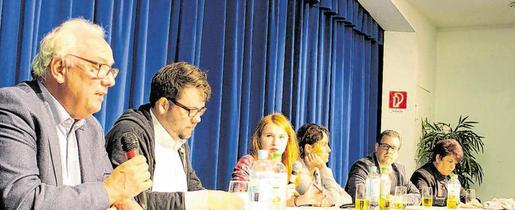 Die Bundestagskandidaten saßen bei der Diskussion im Stolberger Ritzefeld-Gymnasium auf dem Podium, um die Schülerinnen und Schüler von ihren Argumenten zu überzeugen. Foto: L. Otte
