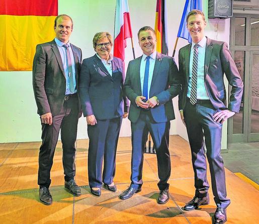 Ein starkes Team: Bürgermeisterkandidat Andreas Dovern (2.v.r.) mit dem technischen Beigeordneten Tobias Röhm, der 1. stellvertretenden Bürgermeisterin Karina Wahlen und dem Partei- und Fraktionsvorsitzenden der Jochen Emonds.