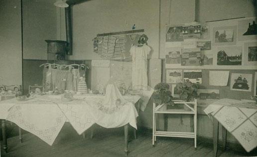 Handarbeitsausstellung in der Volksschule Ostern 1930