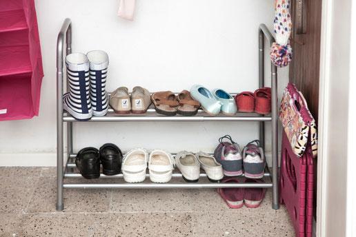 Coloca un zapatero extensible para poner los zapatos al alcance de los niños - AorganiZarte