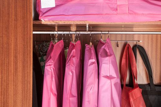 Protege la ropa de otra temporada en fundas de colores - AorganiZarte