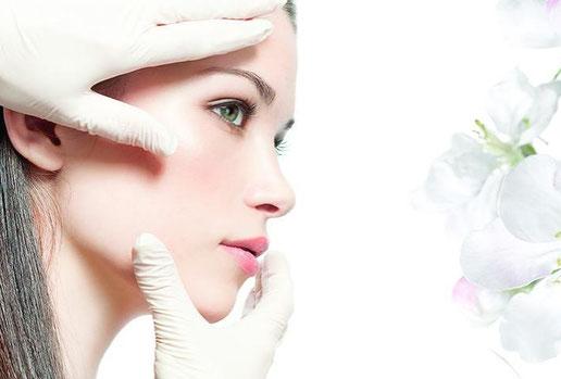 Das Hautbild ist das Schaufenster der Seele. Lernen Sie mit mir zusammen durch professionelle Analyse Ihre Haut kennen. Danach erfolgt eine perfekt auf Ihre Bedürfnisse Abgestimmte Behandlung und Pflege.