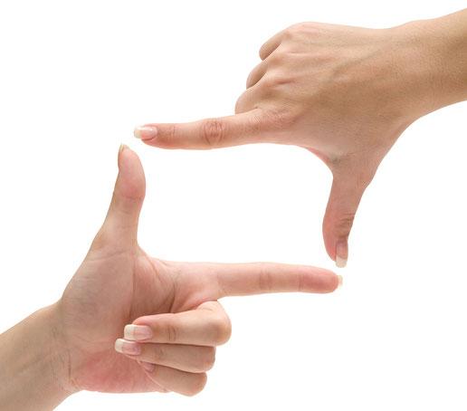 manos haciendo un encuadre de video