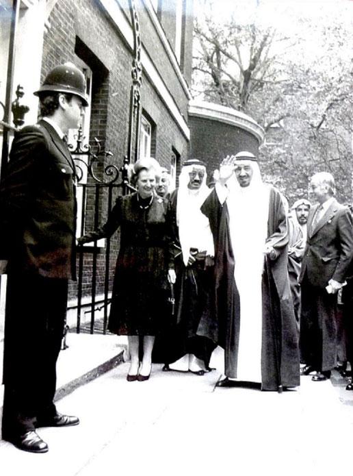 LONDRES. 10 Juin 1981 . 10 Downing Street .  Le ROI KHALED et Margaret THATCHER, PREMIER MINISTRE . La crise diplomatique de 1980 est oubliée