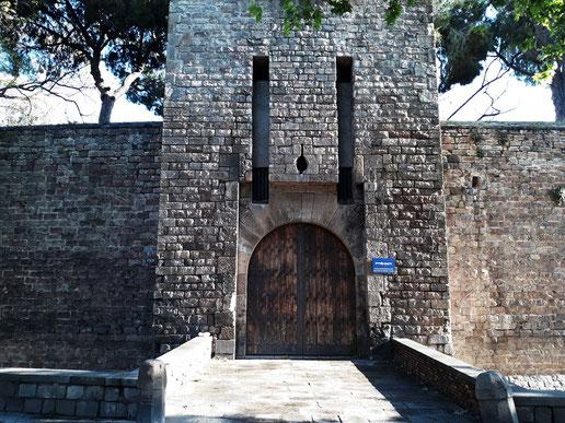 Экскурсия по крепостным стенам Барселоны