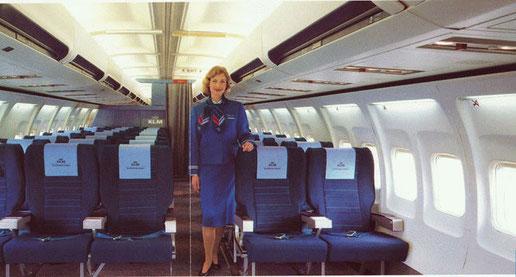 Kabine einer Boeing 737-300 der KLM, Mitte der 1980er/Courtesy: KLM