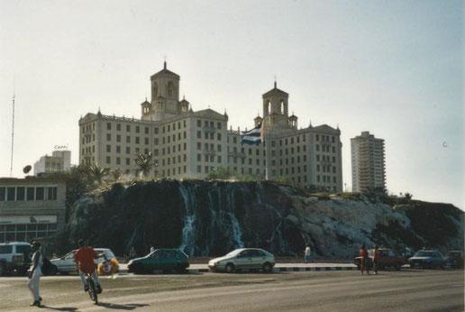 Statt im altehrwürdigen und legendären Hotel Nacional in Havanna ...