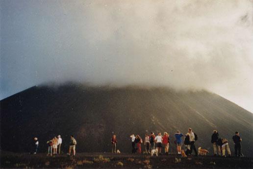 Der Vulkan Pacaya: Letzte Verschnaufpause, bevor es auf allen vieren den Aschekegel hochgeht ...