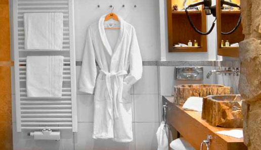flauschige Badtextilien - Handtücher, Bademantel, Badematte für Hotels