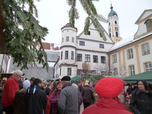 Vor der Klosterkirche Ochsenhausen
