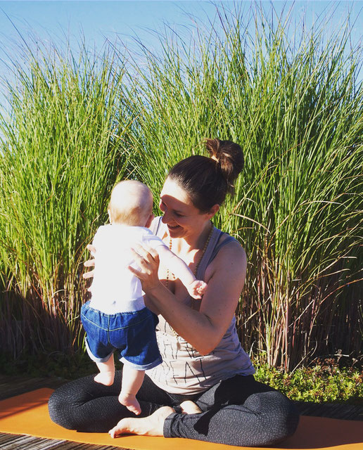 Yoga-Lehrerin und Beckenboden-Expertin Sarah Ege MOMazing Mama Mami Yoga Blog