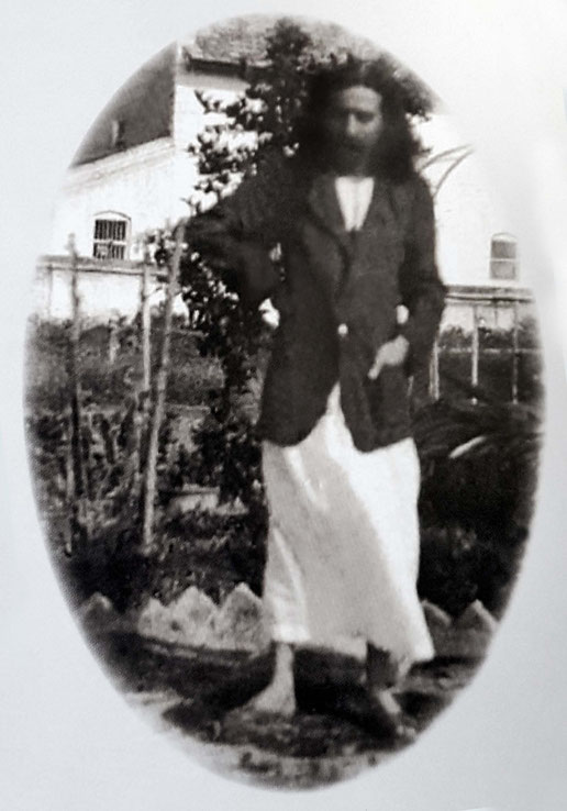Meher Baba with beard in Meherabad, 1928. Courtesy of Glow International mag. Winter 2017