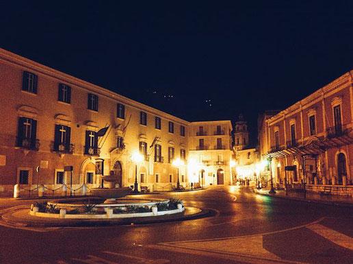 Il mercato Rosati di Foggia, in un dipinto di Athos Faccincani